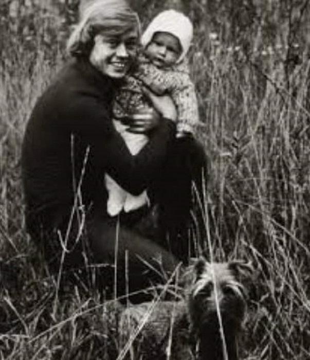 Николай Петрович с маленьким сыном Андреем.