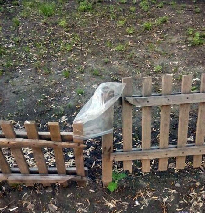Кто сказал, что пакет не может быть замком. | Фото: cdn.fishki.net.