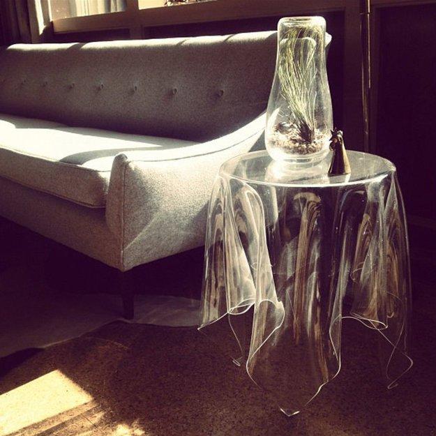 Прозрачный кофейный столик