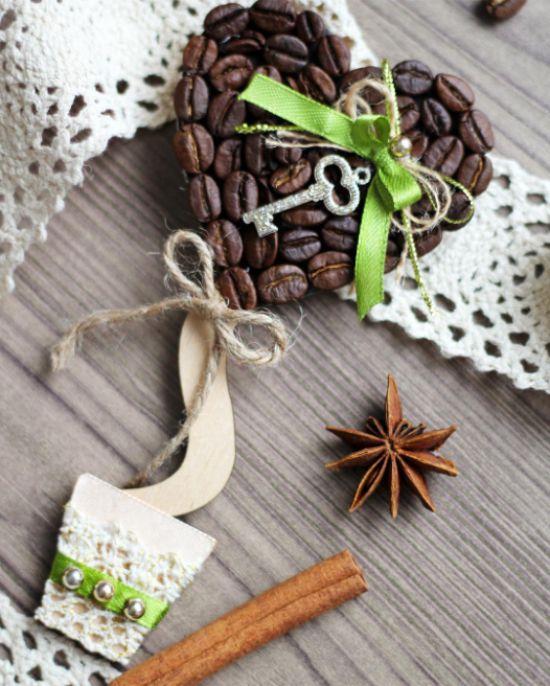 Валентинка из кофейных зерен