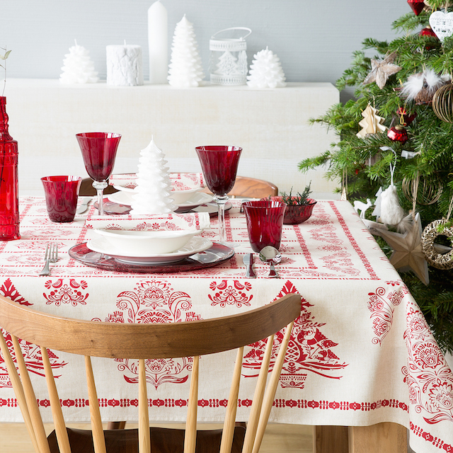 Стильная праздничная сервировка стола создаст сказочную атмосферу