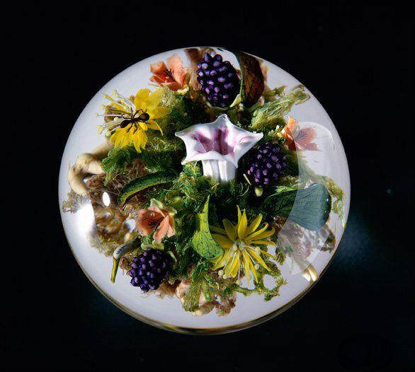Шар с цветочными композициями рассматривается под углом 360°.