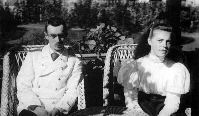 Георгий с сестрой Ольгой. /Фото: i.pinimg.com