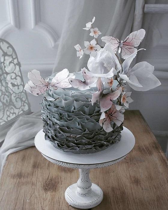 Нежный и невероятно хрупкий торт.