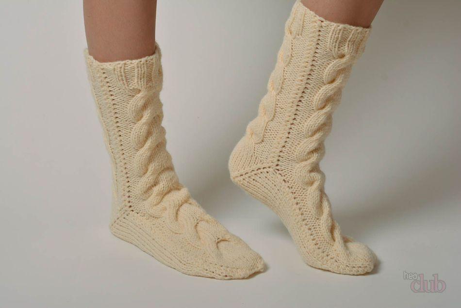 из какой пряжи вязать носки спицами