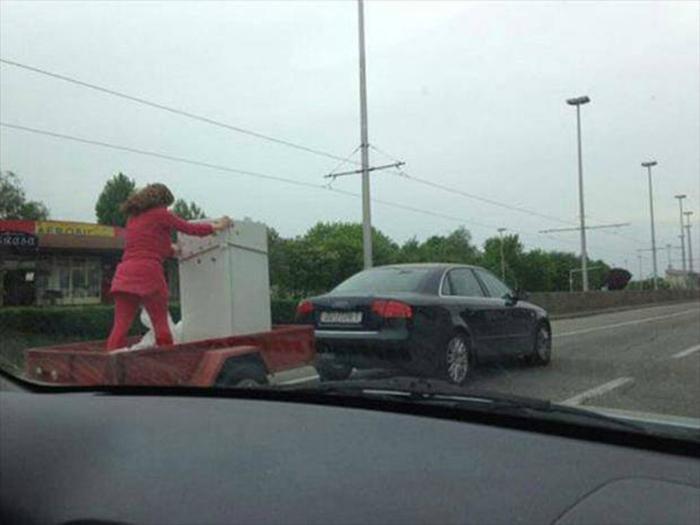 Транспортировка холодильника.