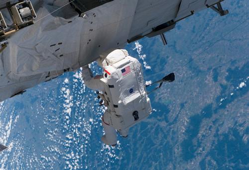 10 вещей, потерянных в космосе (10 фото)