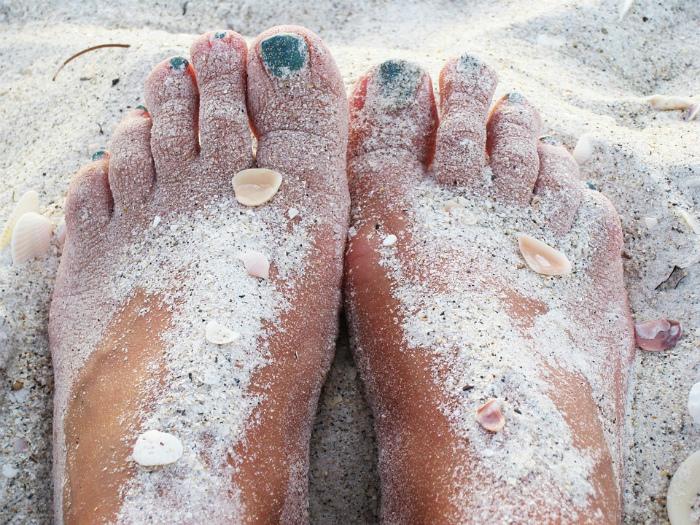 Защита ступней от песка.
