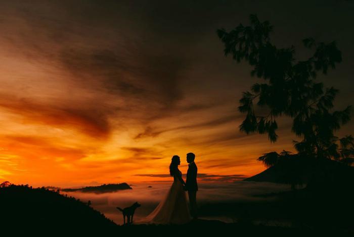 Волшебный закат на Бали, Индонезия.