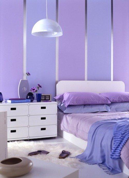 лиловые полосы - тон 90BB 34/167, лилово-голубые полосы - тон 16BB 41/268 из палитры красок английского бренда  dulux