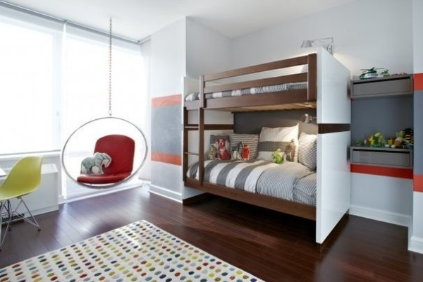 Детская спальня с висящим стулом от Chango & Co.