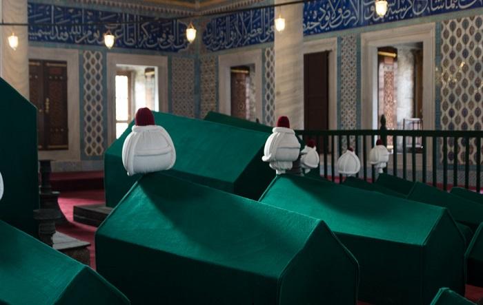 В башнях-минаретах сейчас расположен мавзолей султанов (Софийский собор, Стамбул). | Фото: yashka7.blogspot.com.