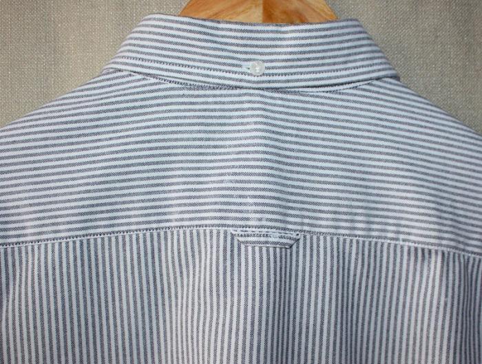 Петелька на спинке рубашки - не просто декоративный элемент.