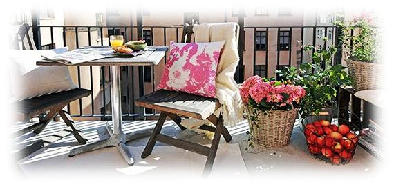 Скамейки и диваны на балконе