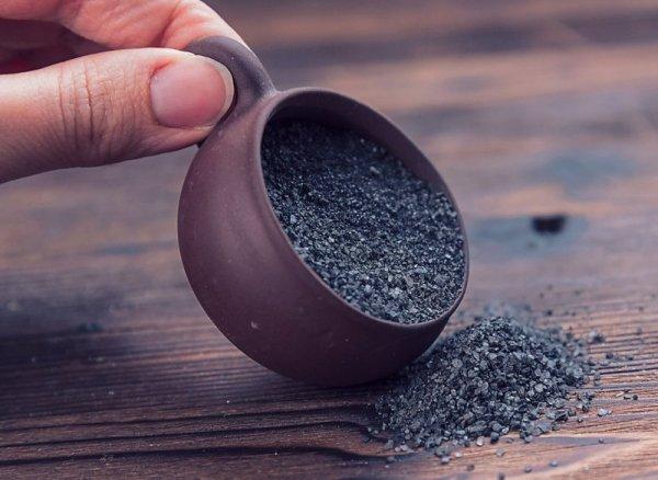 Черная соль на Страстную седмицу 2021: суеверия, народные традиции и польза