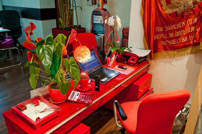 Необычный офис: водка в кулере и прочее