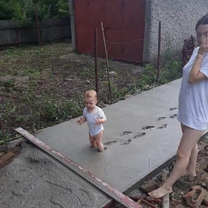 Дети против сырого цемента!   Фото: Одноклассники.