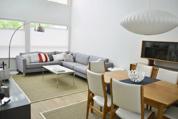 Угловой диван в офисном помещении