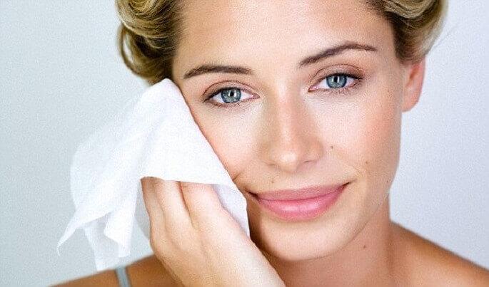 Перед нанесением скраба кожу нужно как следует очистить