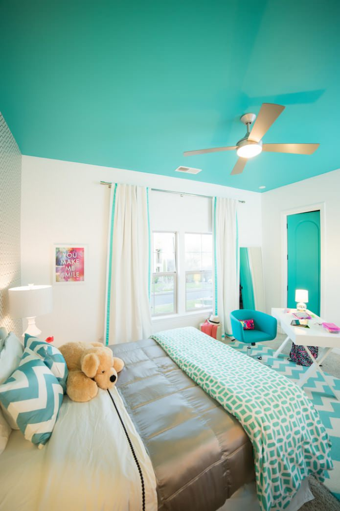 потолок цвета аквамарин