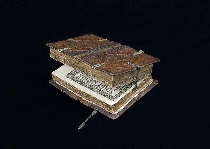 4. Книга, которую можно читать шестью разными способами (16 век) в мире, книги