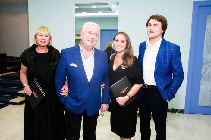 Владимир Винокур с женой, дочерью и зятем. / Фото: www.psudoterad.ru