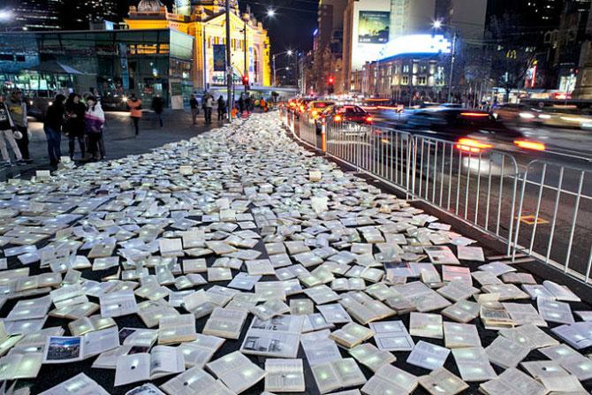 Тысячи книг на дорогах Мельбурна