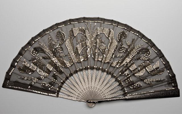 Муфты, мантильи «сорти дю баль»: гардероб дома Романовых в Эрмитаже