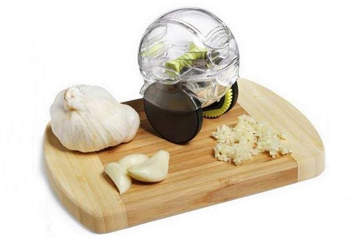 Странный кухонный гаджет «Измельчитель чеснока».