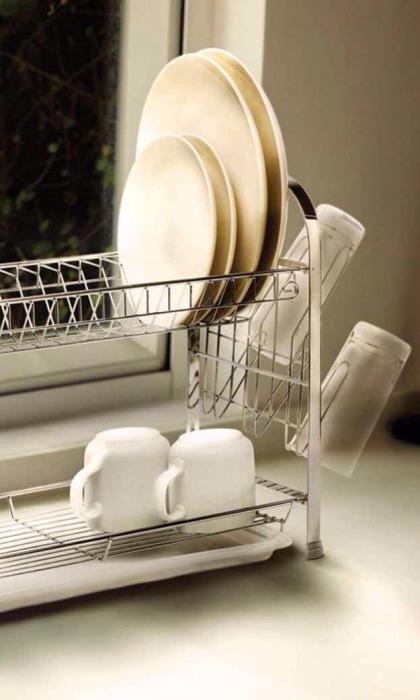 Сушилка для посуды со специальными крючками для стаканов.