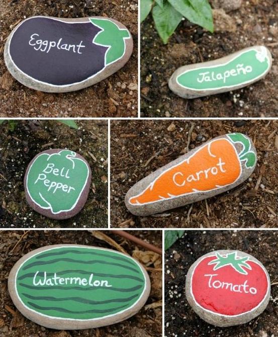 Такие камни можно разместить у грядок, где растут те или иные виды овощей.