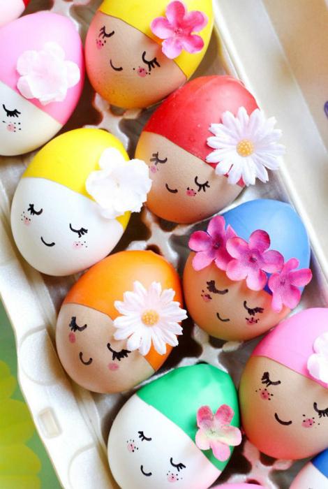 Яйца с веселыми мордашками.