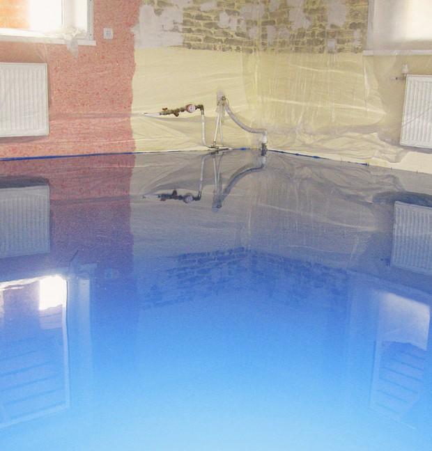 Наливной пол голубого цвета