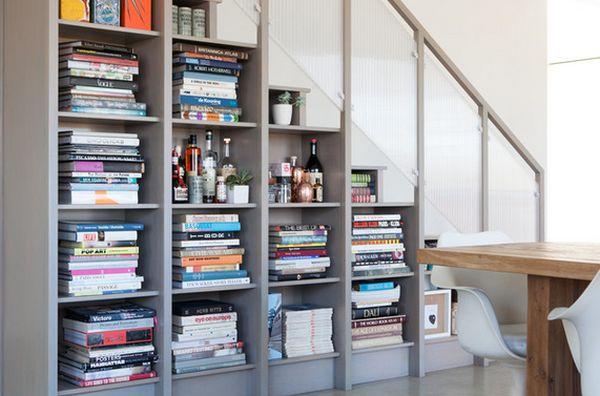 Библиотека под лестницей от Reid Rolls