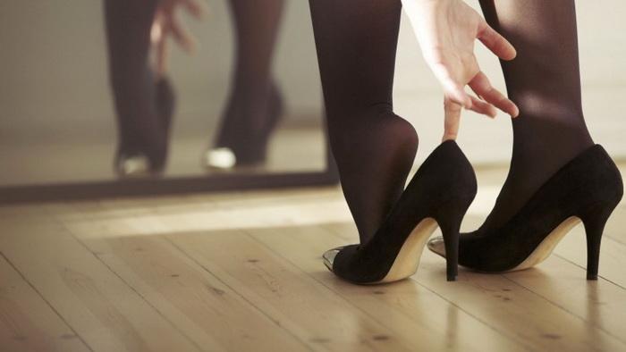 Наконец-то, каблуки можно надевать только по особым случаям.