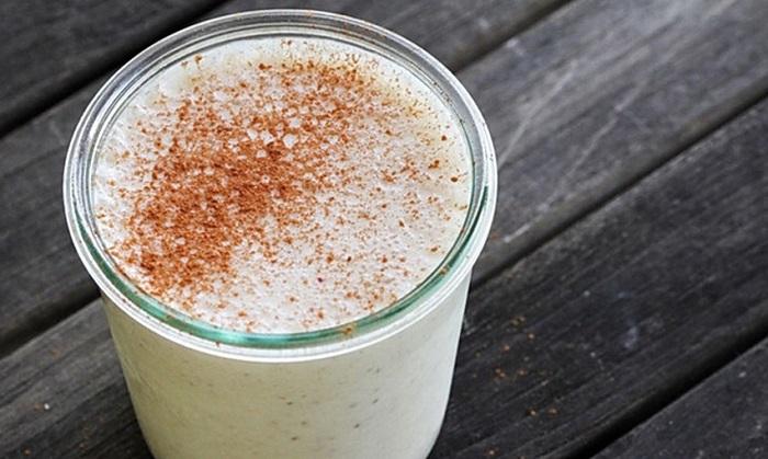 Кефир – очень хорошо действует на пищеварение желудка. На его основе можно приготовить много полезных коктейлей с разными вкусами и ароматами.