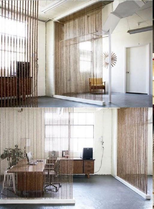 Стильная межкомнатная канатная перегородка, которая позволит визуально разделить пространство и при этом не займёт много места, что отлично подойдёт для малогабаритного помещения.