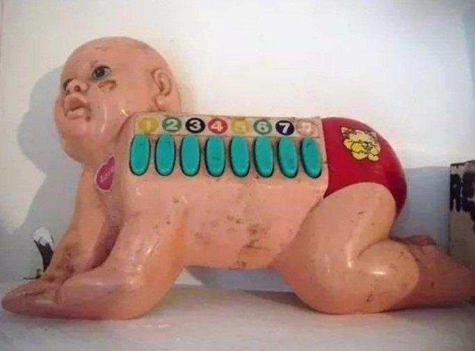 1. Киборг? Играть на таком пианино - занятие не для слабонервных дети, игрушки, куклы, пошлость, страх
