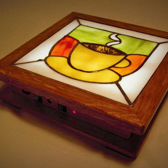 Ночной светильник с простым рисунком на стекле