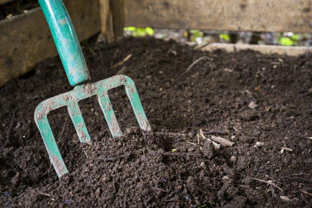 зачем перемешивать компост