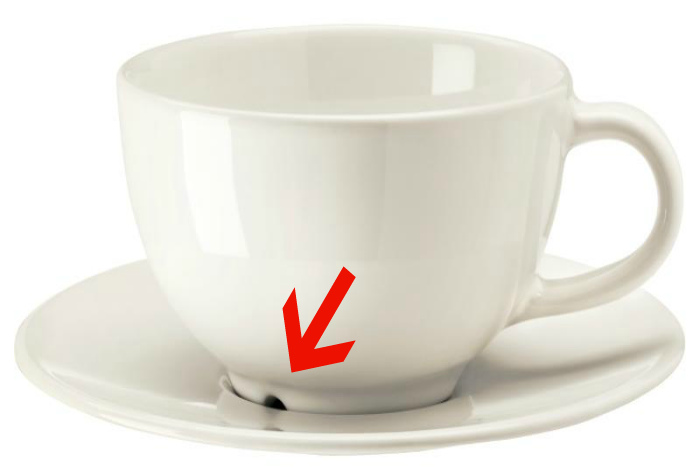 Отверстие в нижней части чашки.