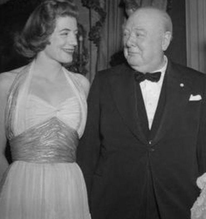 Сара Черчилль с отцом Уинстоном Черчиллем. / Фото: www.pinimg.com