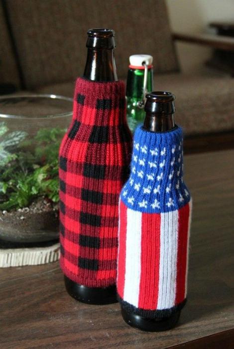 Яркие чехлы на бутылки.