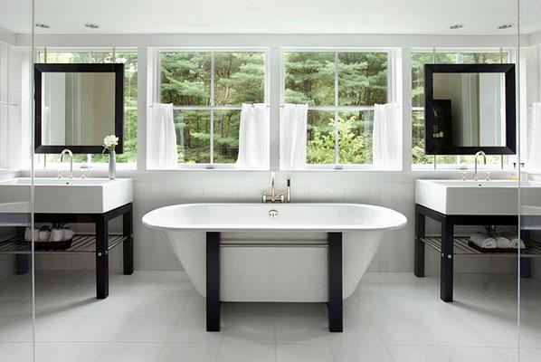 Интерьер ванный в чёрно-белых тонах от Hutker Architects