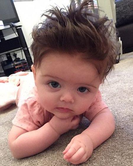 С какими волосами рождаются дети фото