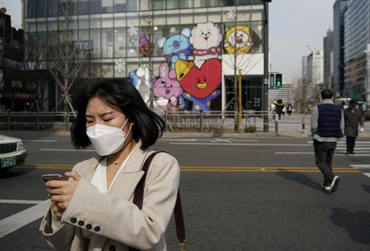 Женщина в маске в Сеуле