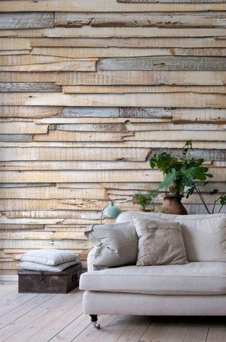 Стены, обшитые деревянные рейками из европоддонов.