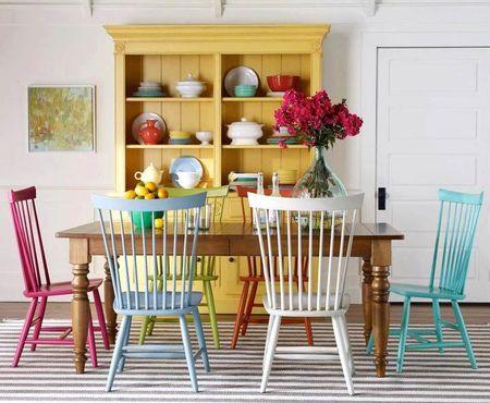 Яркое обновление: 12 идей для вашей кухни с разноцветными стульями фото 12