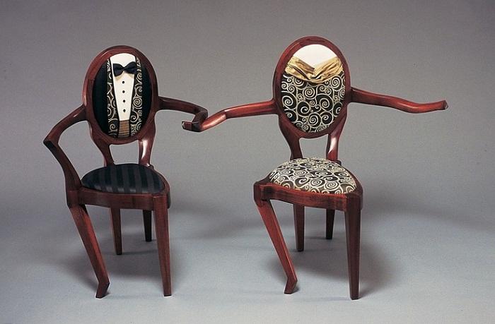 Невероятно трогательные стулья.