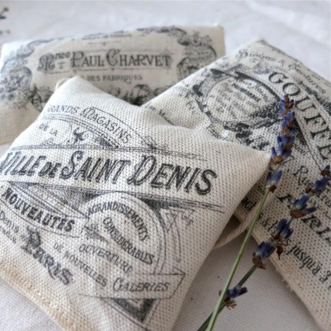 Для платяных шкафов можно использовать саше с лавандой и другими ароматными растениями